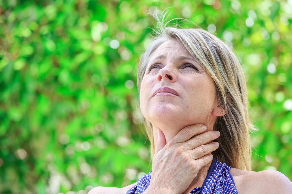 AdobeStock_Woman_Thyroid-1200.jpeg